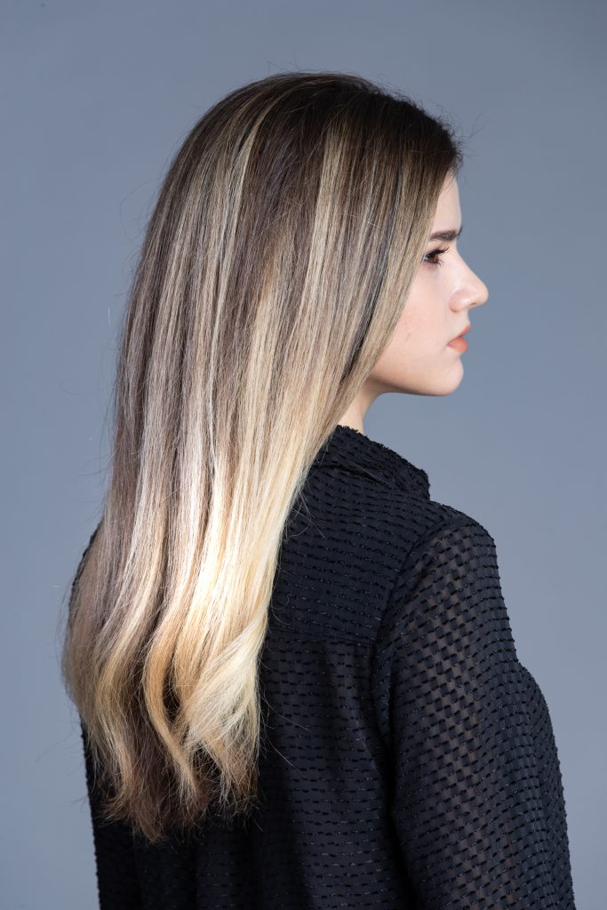French_Balayage_-_Bit_of_Change_-_Balayage_-_Zijaanzicht